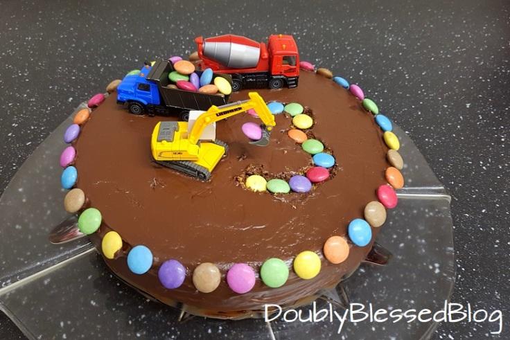 Baustellen-Geburtstagskuchen mit Smarties